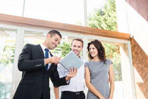 Immobilienmakler Rosenheim beim Haus verkaufen