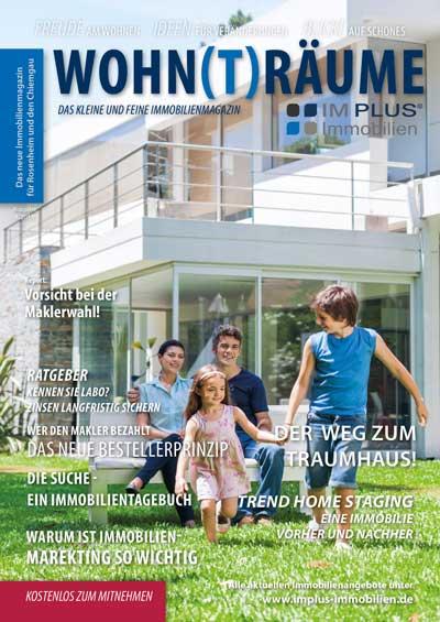 Im Plus Immobilien Magazin Wohnträume Cover - Familie im Garten vor einem Haus